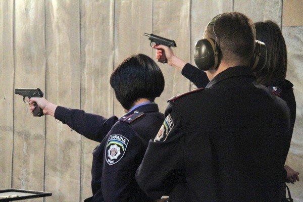 Харьковчанки-милиционеры отметили 8 Марта соревнованиями по стрельбе (фоторепортаж), фото-2