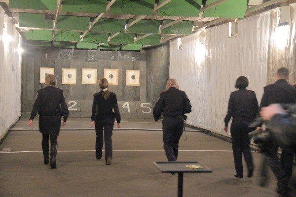 Харьковчанки-милиционеры отметили 8 Марта соревнованиями по стрельбе (фоторепортаж), фото-3