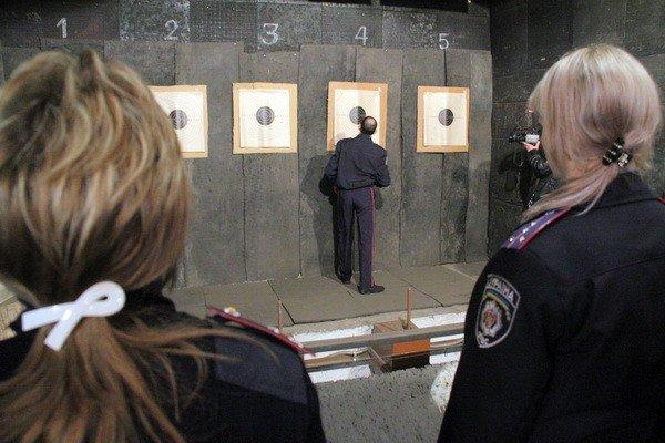 Харьковчанки-милиционеры отметили 8 Марта соревнованиями по стрельбе (фоторепортаж), фото-4