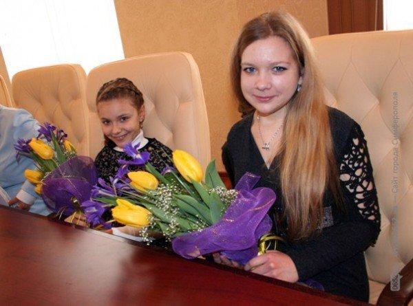 Накануне 8 Марта Могилев читал дамам стихи и раздавал индульгенции от ГАИ (фото), фото-3