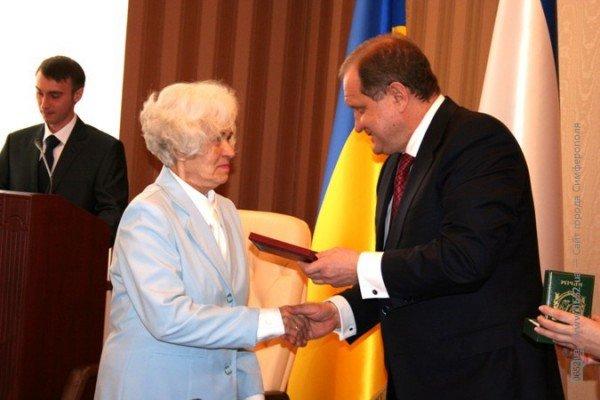 Накануне 8 Марта Могилев читал дамам стихи и раздавал индульгенции от ГАИ (фото), фото-5