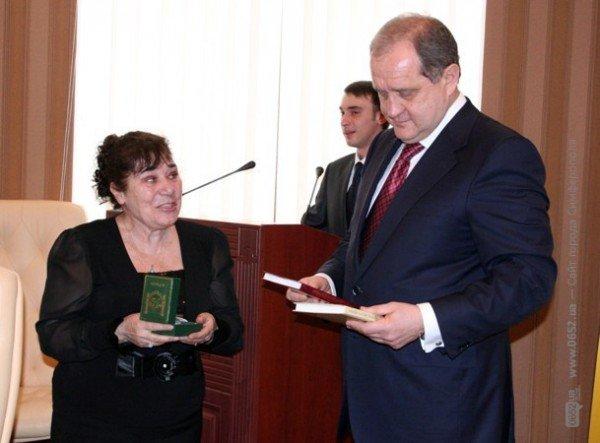 Накануне 8 Марта Могилев читал дамам стихи и раздавал индульгенции от ГАИ (фото), фото-8