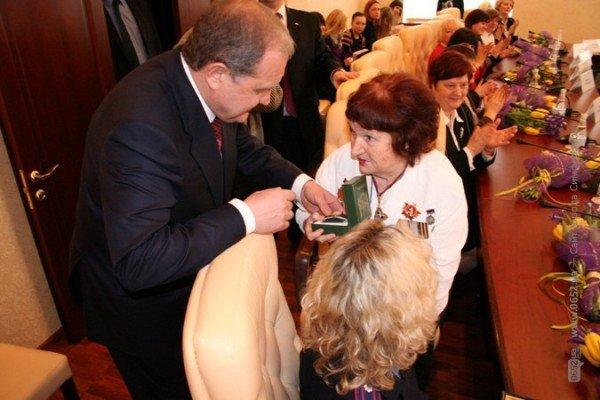 Накануне 8 Марта Могилев читал дамам стихи и раздавал индульгенции от ГАИ (фото), фото-9