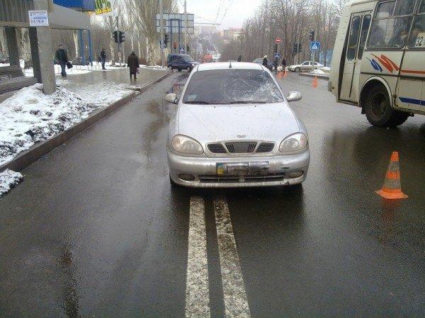 В Донецке на светофоре сбили пешехода - у 18-летнего парня перелом основания черепа (фото), фото-1