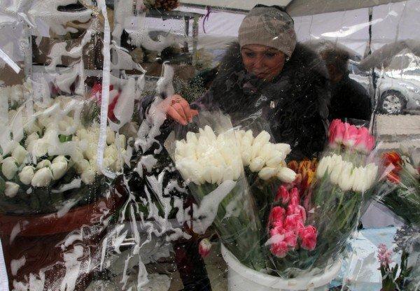 «Золотые» букеты — цены на цветы в Донецке подскочили до заоблачных высот (фото), фото-5