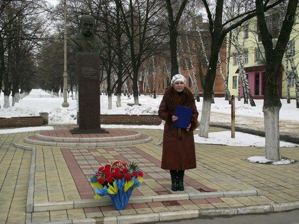 Горловчане отметили День рождения Великого Кобзаря возложением цветов к памятнику, фото-2