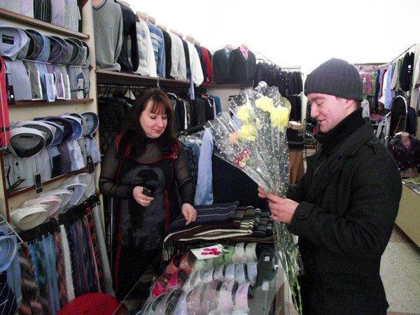 Горловские «фронтовики» вручили женщинам цветы и открытки, фото-6