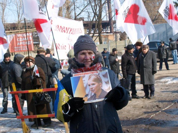 Цветы и торт к Тимошенко 8 марта не попали (фоторепортаж), фото-1