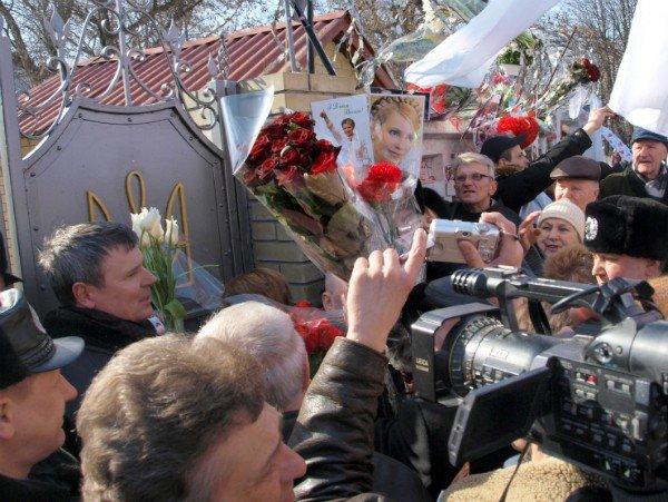 Цветы и торт к Тимошенко 8 марта не попали (фоторепортаж), фото-3