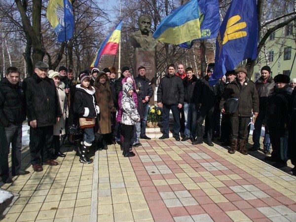В День рождения великого Кобзаря к его памятнику пришли представители горловской опозиции, фото-2