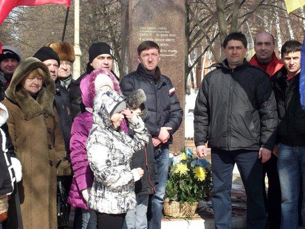 В День рождения великого Кобзаря к его памятнику пришли представители горловской опозиции, фото-3
