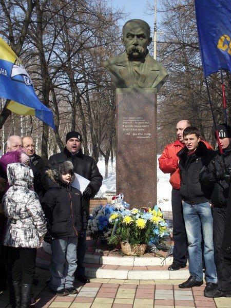 В День рождения великого Кобзаря к его памятнику пришли представители горловской опозиции, фото-4