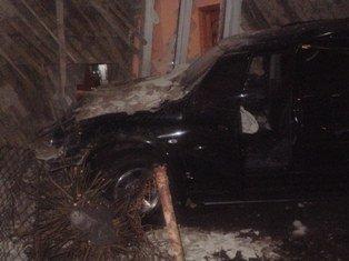 На Львівщині 18-річний водій збив пішохода, а згодом протаранив будинок джипом, фото-2