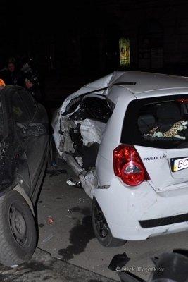 У Львові авто спецпідрозділу «Беркут» зіткнувся з «Шевроле»: є потерпілі, фото-1
