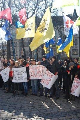 У Львові молодь зібралась, щоб показати Януковичу червону картку, фото-4