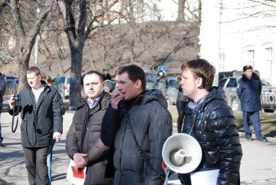 У Львові молодь зібралась, щоб показати Януковичу червону картку, фото-2