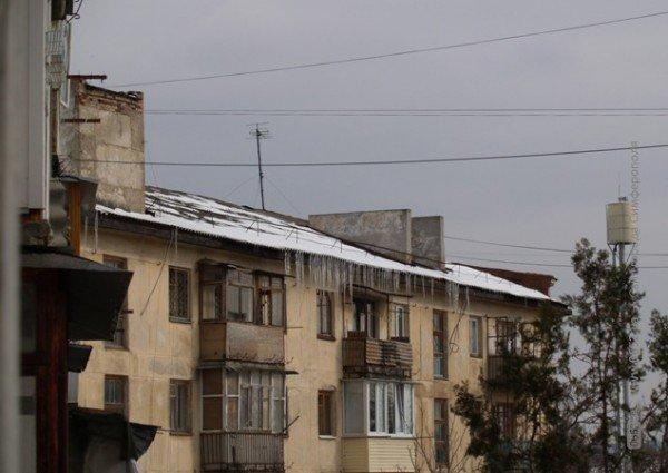 Опасные сосульки: симферопольцев за них штрафуют, а феодосийцам их сбивают МЧСники (фото), фото-7