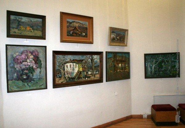 В Симферополе выставили работы художника, который исчез десять лет назад (фото), фото-1