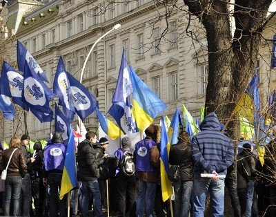 Опозиція та регіонали пікетують Львівську облраду, фото-1