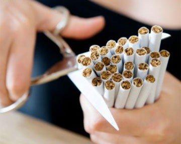 Янукович одобрил запрет рекламы табачных изделий, фото-1