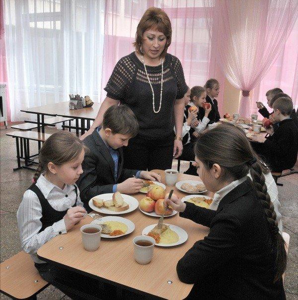 Донецким детям привезли яблоки, фото-1