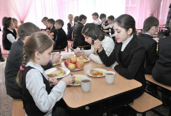 Донецким детям привезли яблоки, фото-2