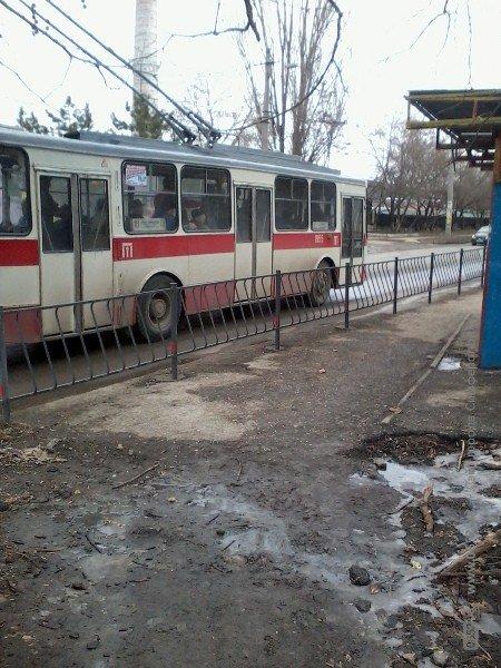 Суровые симферопольские остановки: маршрутчиков подталкивают к нарушению ПДД (фото), фото-1