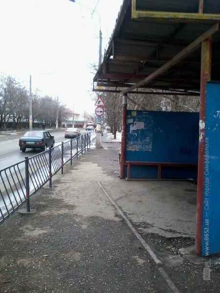 Суровые симферопольские остановки: маршрутчиков подталкивают к нарушению ПДД (фото), фото-2