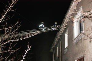 Ночью в Макеевке сгорела крыша двуэтажного дома (фото), фото-1