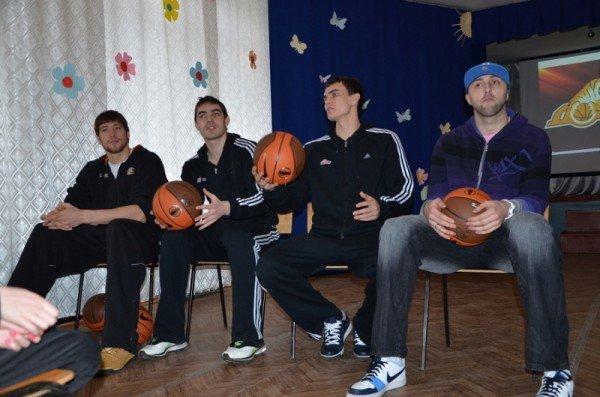 Донецкие «тигры» стали ближе к своим верным болельщикам (фото), фото-1