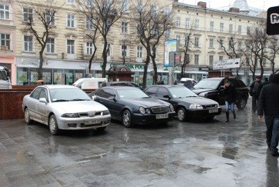 Вулиці не перестають рясніти недозволеним паркуванням в центрі Львова, фото-1