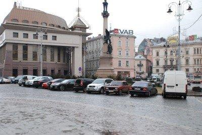 Вулиці не перестають рясніти недозволеним паркуванням в центрі Львова, фото-3