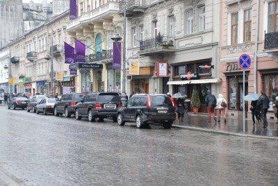 Вулиці не перестають рясніти недозволеним паркуванням в центрі Львова, фото-4