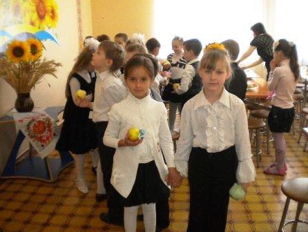 Вчера в Горловку прибыли фуры с яблоками от Шишацкого, фото-2