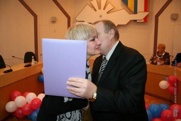 В Симферополе чиновники зацеловали лучших работников бытового обслуживания (фото), фото-3