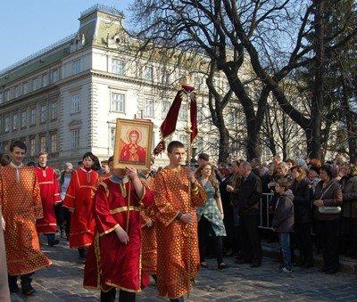У Львові пройшла Хресна хода. 30 тис. віруючих з'їхалось до міста, фото-1