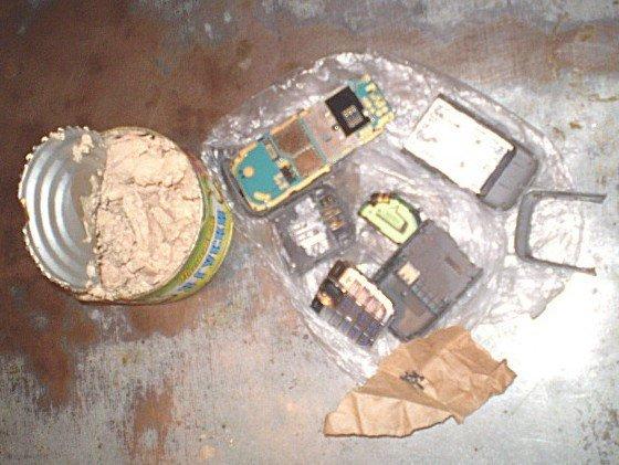 В харьковской тюрьме заключенный чуть не съел мобилку (ФОТО), фото-1