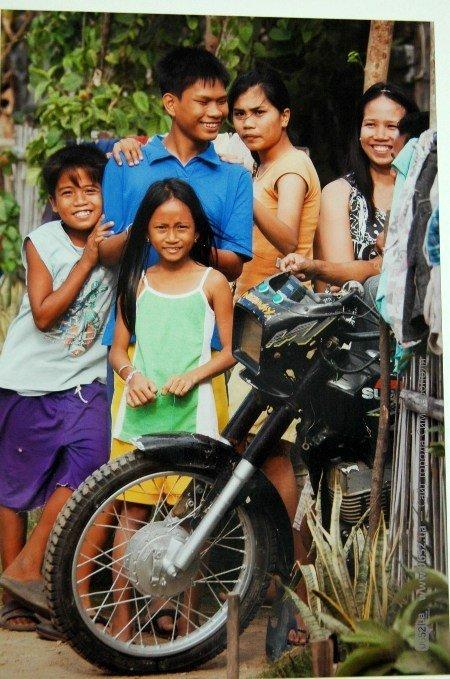 В Симферополе показали счастье бедных филиппинцев (фото), фото-2