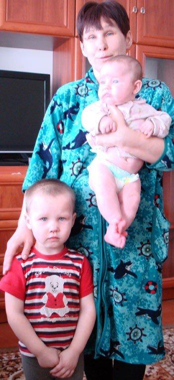 Многодетная семья погорельцев из Горловки справила новоселье, фото-2