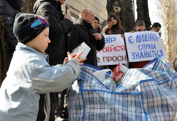В Украине те, кто не сидит, решили помочь тем, кто сидит ни за что (ФОТО), фото-2