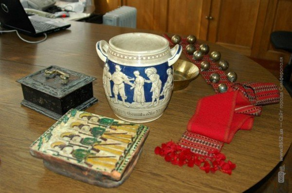 СБУшники подарили симферопольскому музею раритеты, изъятые при попытке вывоза в Африку (фото), фото-1
