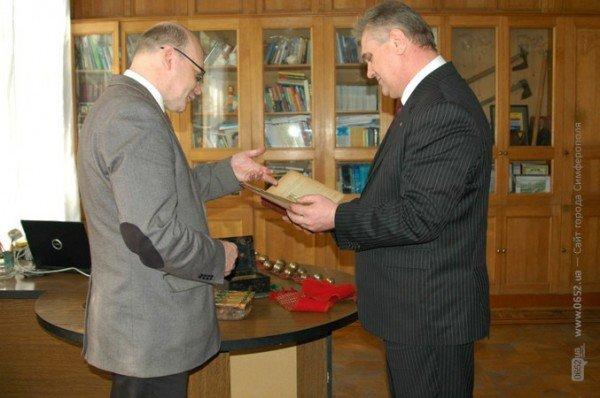 СБУшники подарили симферопольскому музею раритеты, изъятые при попытке вывоза в Африку (фото), фото-2
