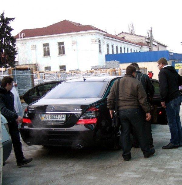 Охрана Ани Лорак запретила фотографировать звезду на Донецком железнодорожном вокзале (фото), фото-3