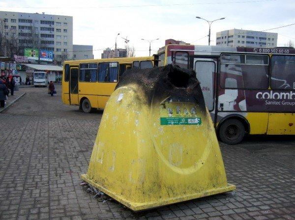 Взвейтесь кострами, мусорные баки – в Донецке продолжают сжигать контейнеры, предназначенные для раздельного сбора мусора (фото), фото-1