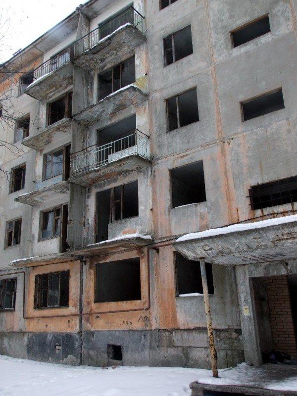 В Макеевке заселяют людей в аварийный дом (фото), фото-3