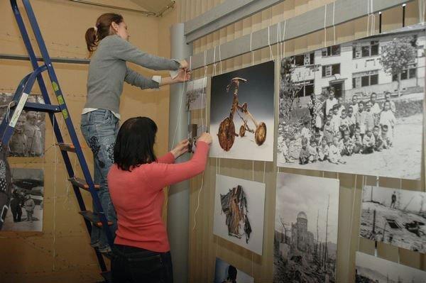 В галерее «Мистецтво Слобожанщины» открылась выставка «Война крадет детство» (ФОТО), фото-1