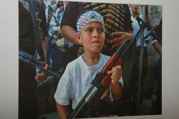В галерее «Мистецтво Слобожанщины» открылась выставка «Война крадет детство» (ФОТО), фото-2