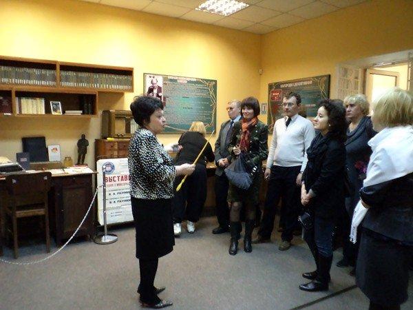 Белорусам понравился горловский музей миниатюрной книги, фото-1