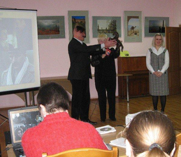 Михаил Голубович принял участие в проекте «Личности» в луганской библиотеке для юношества (ФОТО), фото-3