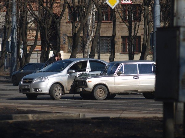 «Россиянин» «поцеловался» с «французом» на Московском проспекте (ФОТО), фото-2